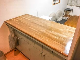 キッチンリフォーム 木材から選び特注で造作した作業台