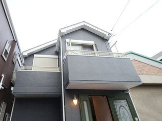 外壁・屋根リフォーム ブルーカラーで落ち着いたイメージに一新した外壁と屋根