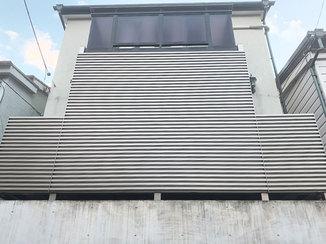 エクステリアリフォーム 階下からの視線を遮りながら、風を室内に採り入れられるバルコニー