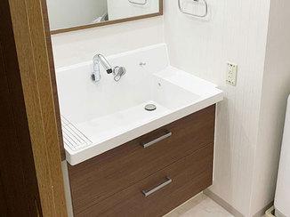 洗面リフォーム 木目調が美しいナチュラルモダンな洗面所とバスルーム