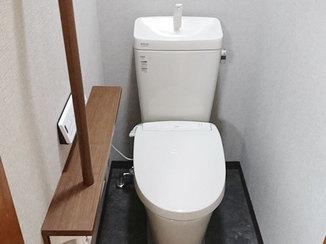 トイレリフォーム 和式から洋式へ、汚れにくい床と手すりで安心して長く使えるトイレ