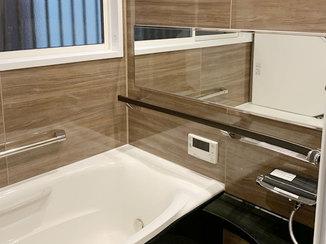 バスルームリフォーム 高齢者も安心して入れる、手すりがついた最上級クラスのバスルーム