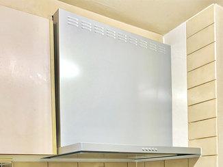 キッチンリフォーム お掃除等の家事負担を軽くした、レンジフードとガスコンロ