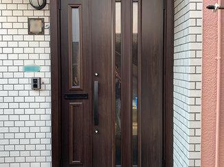 エクステリアリフォーム 防犯性・断熱性・機能性が向上した玄関ドアと、ペットの脱走防止対策をした室内ドア