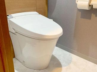 トイレリフォーム 淡い色でまとめた上品なトイレと、縁なし畳がモダンな和室