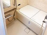 バスルームリフォームひろびろ足をのばせるバスルームと、お掃除しやすい水廻り設備
