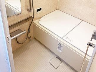 バスルームリフォーム ひろびろ足をのばせるバスルームと、お掃除しやすい水廻り設備
