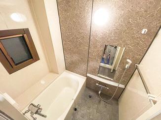 バスルームリフォーム 寒さを軽減&清掃性もアップしたユニットバス風のお風呂