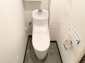 トイレリフォーム 大理石調の床で高級感を演出したトイレ