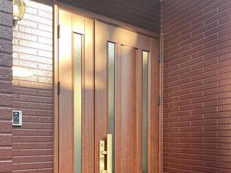 エクステリアリフォーム 美しくシート補修した玄関ドア
