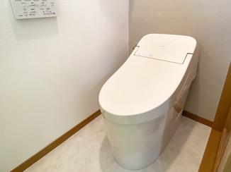 トイレリフォーム タンクレス風のお掃除しやすいトイレと、あわせて交換したキッチン水栓