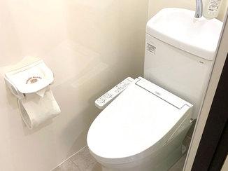トイレリフォーム 掃除がしやすく明るい印象のトイレ
